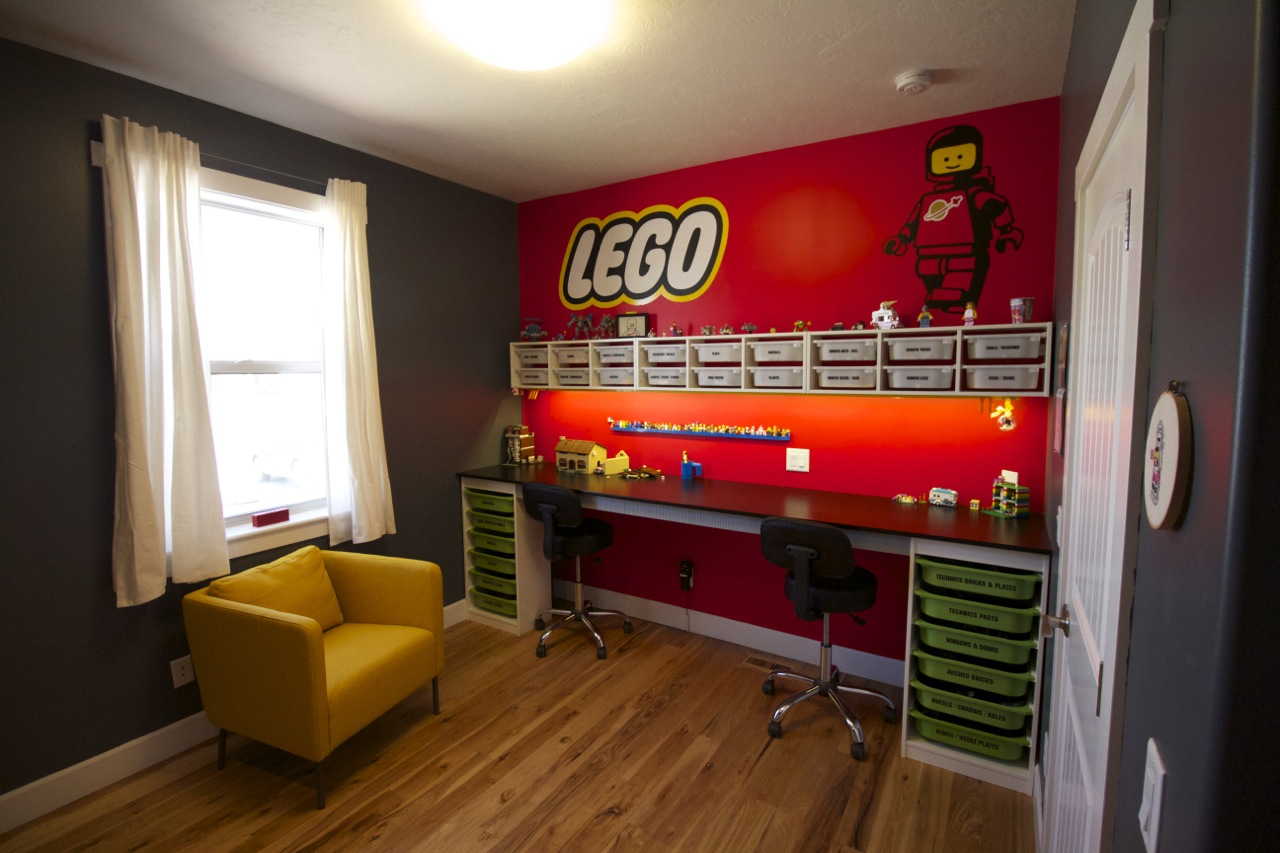 Building a LEGO room