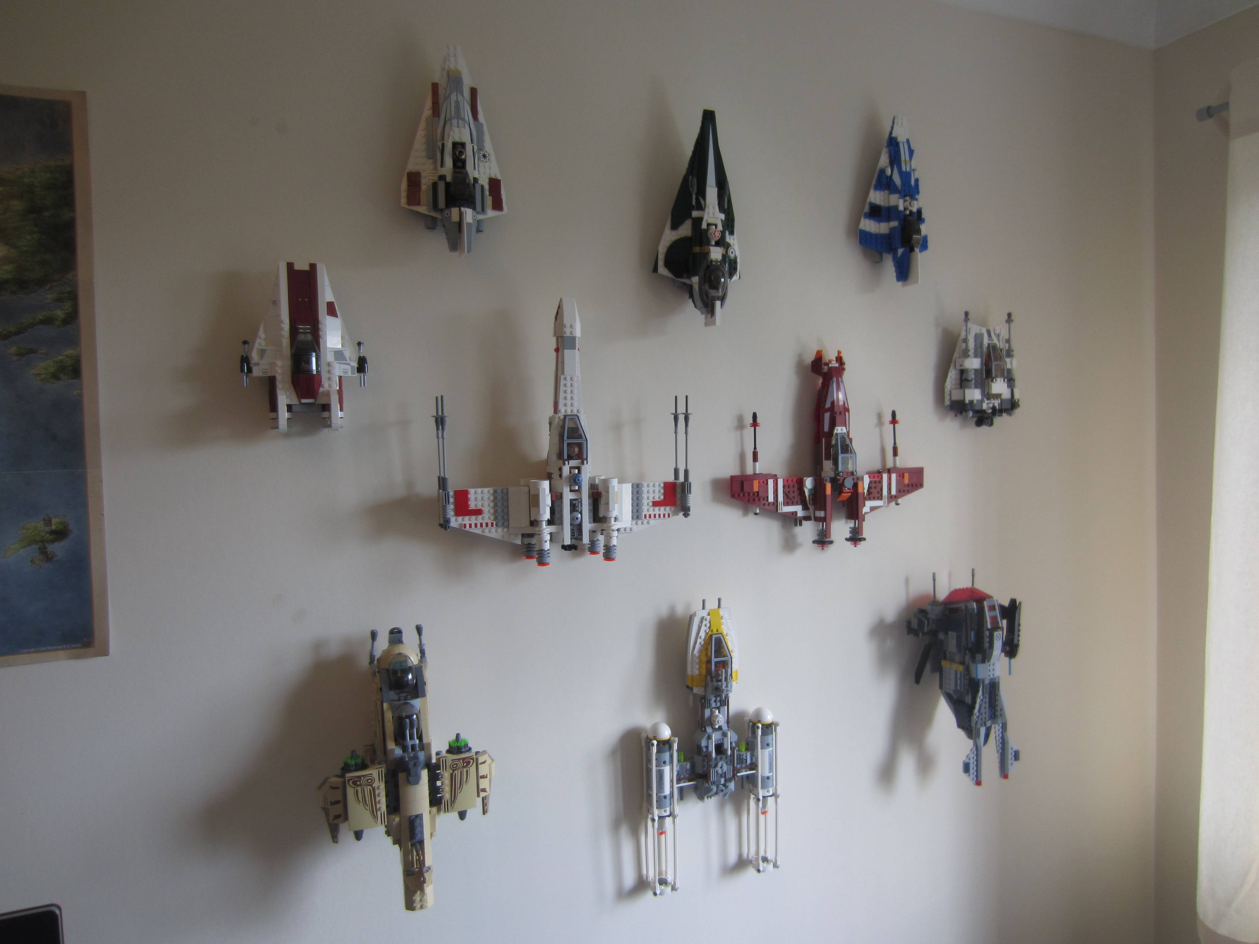 How to wall mount LEGO models